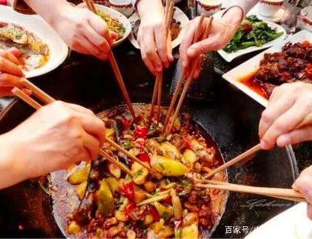不规律的饮食习惯会导致各种疾病,日常生活中要多多注意