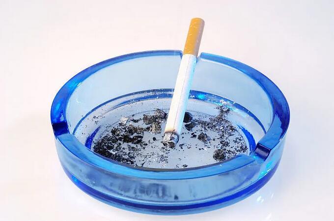 二手烟对女性朋友的危害,不抽烟也可能得肺癌