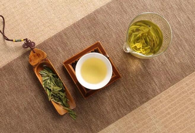 喝绿茶频率高的老人牙齿数量多,牙齿敏感的人不妨多喝绿茶